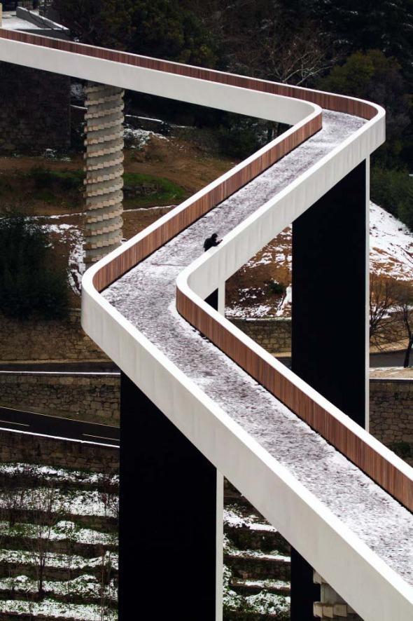Un altísimo puente